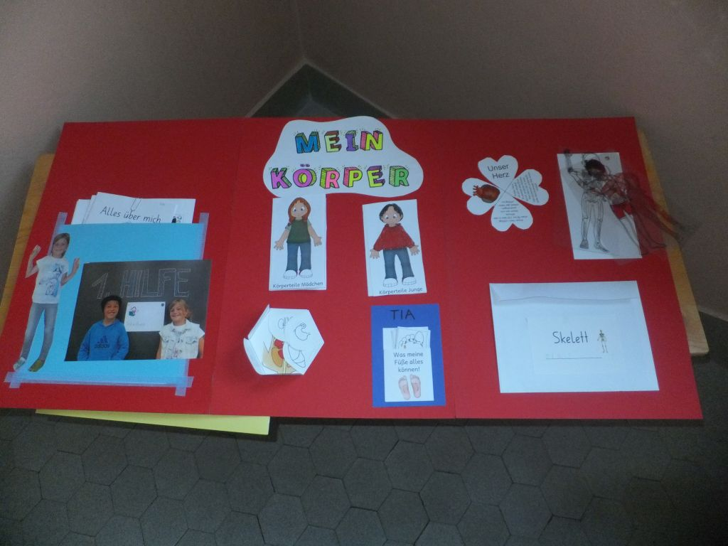Lapbook-Ausstellung der 1./2. Klasse - Kreisschule Ursern